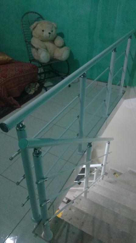 Corrimão de Escada de Vidro Preço Mairiporã - Corrimão de Vidro com Alumínio