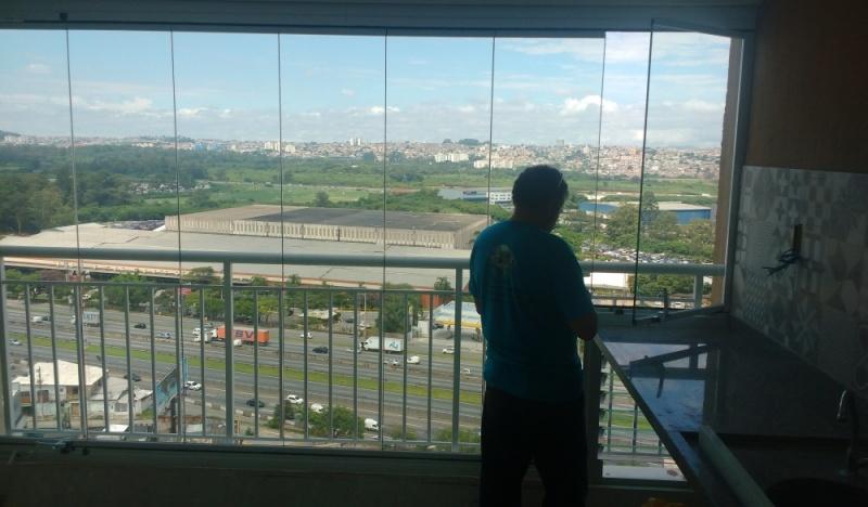 Fechamento de Sacadas com Vidro Retrátil Francisco Morato - Envidraçamento de Sacada de Vidro Laminado