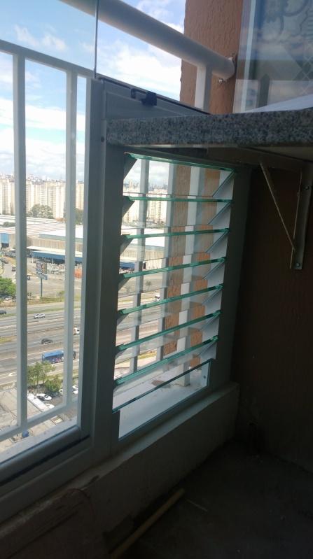 Instalação de Fechamento de Sacada em Vidro Ferraz de Vasconcelos - Fechamento de Sacada com Vidro Temperado