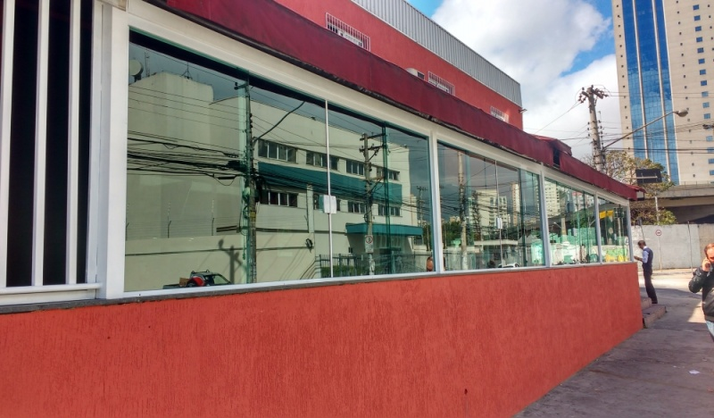 Instalação de Fechamento de Sacada em Vidro Temperado Caierias - Fechamento de Varanda Residencial