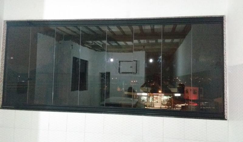 Instalação de Fechamento de Sacada Vidro Temperado Ou Laminado Jandira - Fechamento de Sacada com Vidro Reflexivo