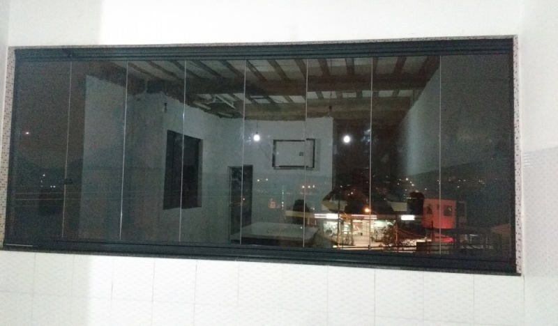 Instalação de Fechamento de Sacada Vidro Temperado Ou Laminado São Caetano do Sul - Envidraçamento de Sacada de Vidro Temperado