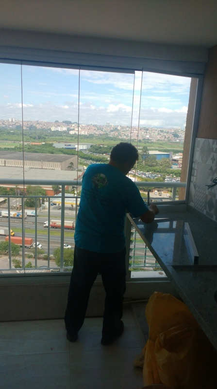 Instalação de Fechamento de Sacadas com Vidro Retrátil Juquitiba - Fechamento de Varanda em Vidro Temperado