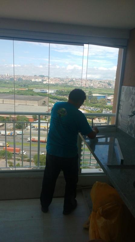 Instalação de Fechamento de Sacadas com Vidro Retrátil República - Fechamento de Sacada com Vidro Reflexivo
