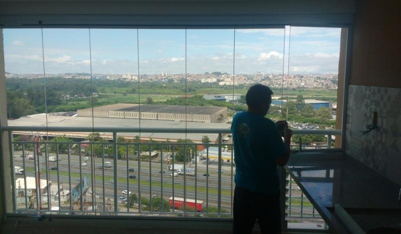 Quanto Custa Fechamento de Sacadas com Vidro Retrátil Bom Retiro - Fechamento de Sacada com Vidro Sob Medida