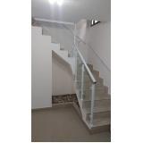 corrimão de escada em aço escovado