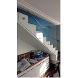 corrimão de escada em alumínio e vidro